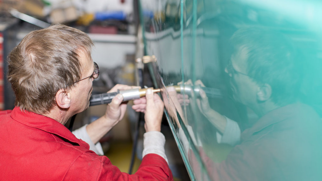 Unternehmensporträt Karosseriebetrieb, Fotos aus der Arbeitswelt: Reparatur Karosserie | Foto: Dieter Eikenberg, imprints