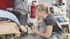 Foto aus der Arbeitswelt – Polieren - Lackieren