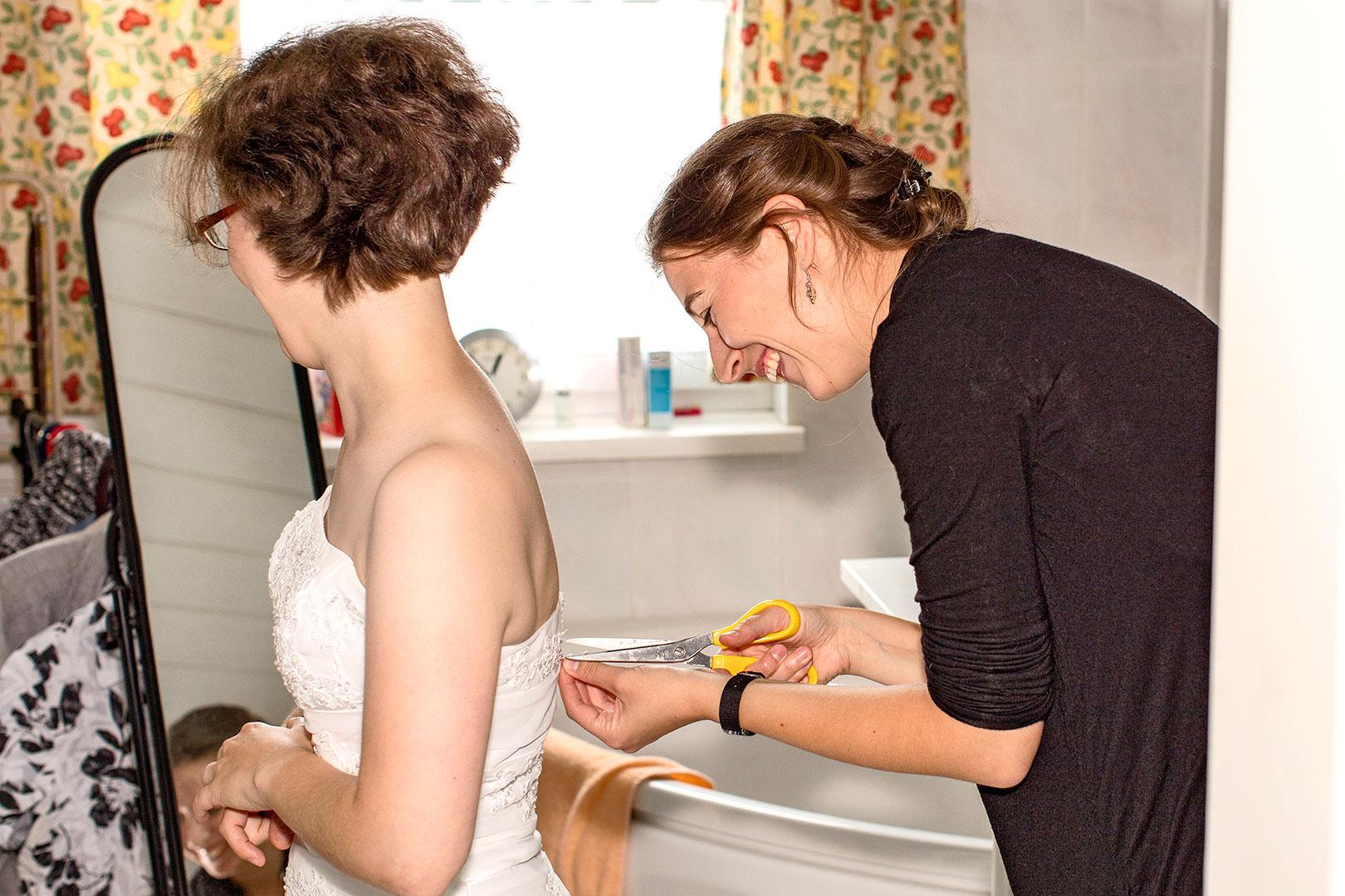 Hochzeitsfotografie: Hochzeitsvorbereitung: Brautkleid | Foto: Dieter Eikenberg, imprints