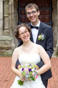 Hochzeitsfotografie: Hochzeitspaar vor der Kirche | Foto: Dieter Eikenberg, imprints