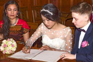 Hochzeitsfotografie: Hochzeitspaar, Standesamt, Urkunden | Foto: Dieter Eikenberg, imprints