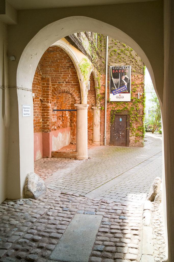 Stadt- und Landschaftsfotografie, Regionalporträt: Wittenberg - Hofdurchgang   Foto: Dieter Eikenberg, imprints