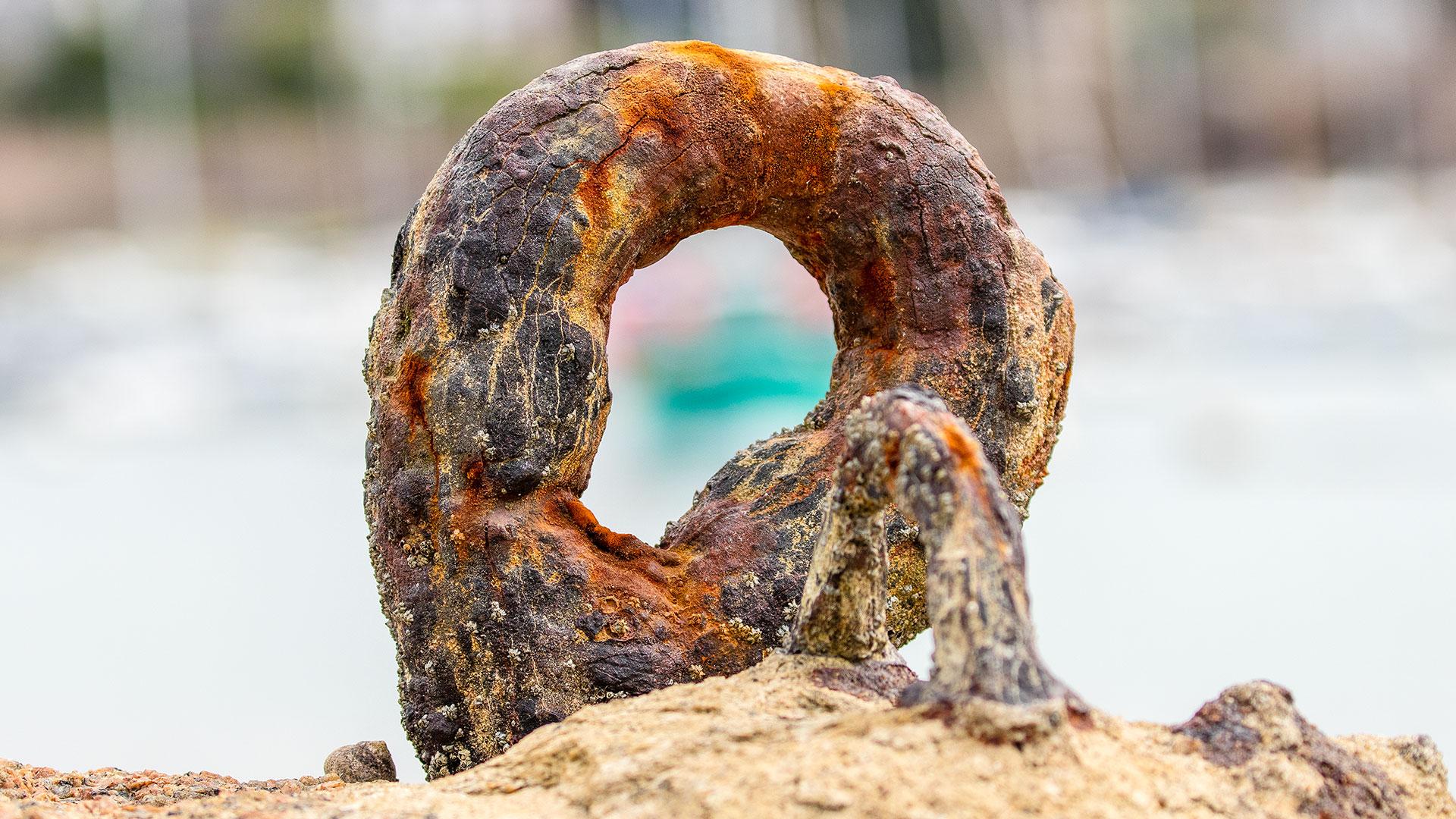 Landschaftsfotografie: Côte de Granit Rose – Hafen: Ring zum Festmachen von Booten | Foto: Dieter Eikenberg, imprints