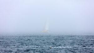 Landschaftsfotografie: Côte de Granit Rose – Bretonischer Nebel - Segelboot | Foto: Dieter Eikenberg, imprints