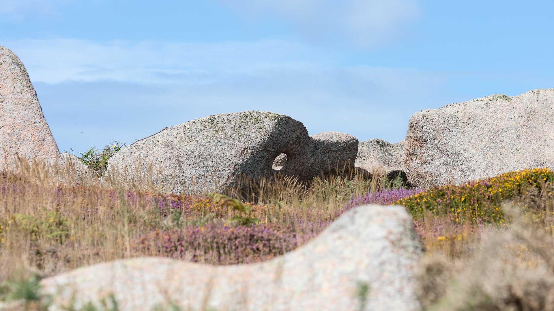 Landschaftsfotografie: Côte de Granit Rose – Felsen mit Loch | Foto: Dieter Eikenberg, imprints