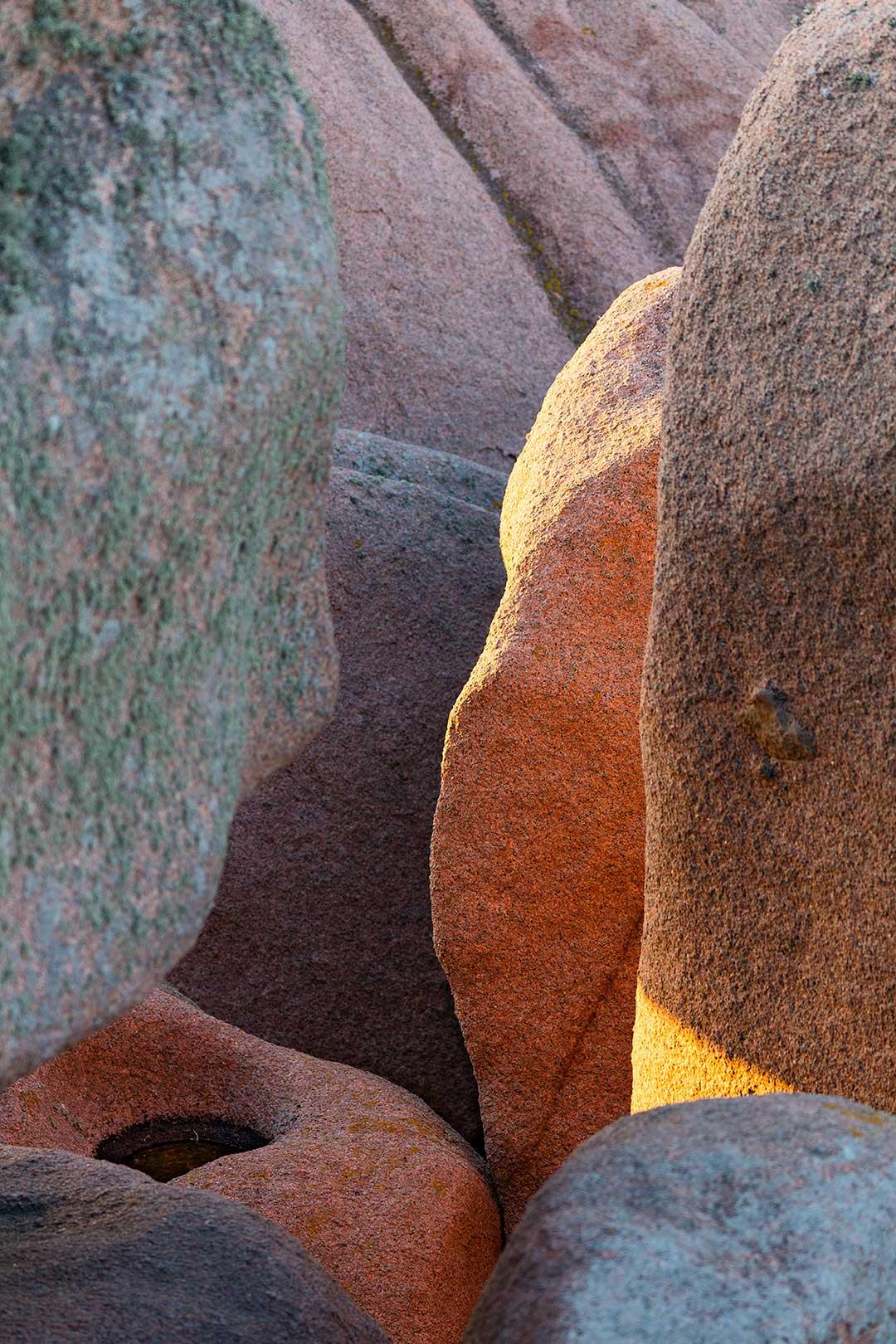 Landschaftsfotografie: Côte de Granit Rose – felsige Farbe- und Schattenspiele | Foto: Dieter Eikenberg, imprints