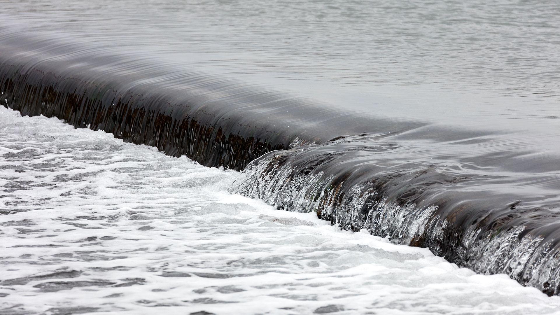 Landschaftsfotografie: Côte de Granit Rose – Ploumanac`h: Kleines Wehr zum Meer | Foto: Dieter Eikenberg, imprints