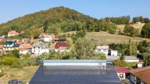 Architekturfotografie, Drohne: Luftaufnahme Dach vor Landschaft   Foto: Dieter Eikenberg, imprints