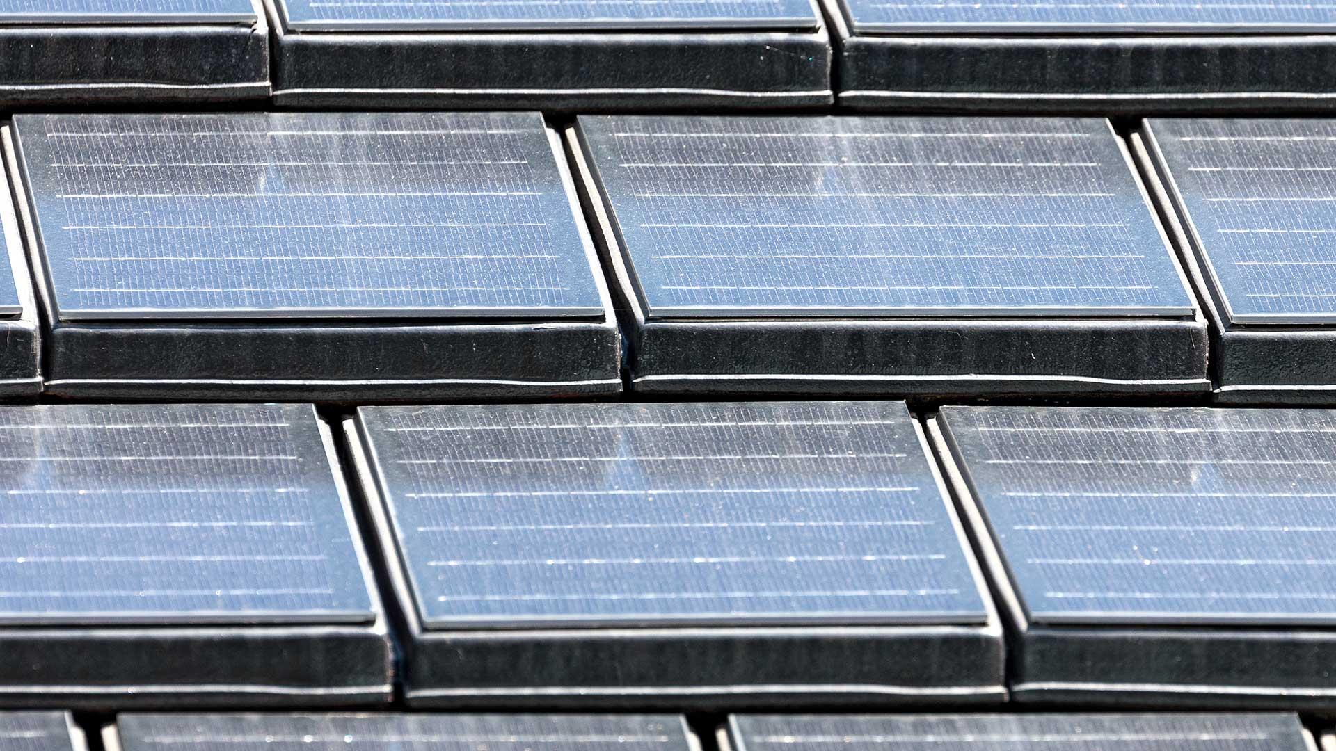 Architekturfotografie: Dachziegeln mit integrierten Solarzellen | Foto: Dieter Eikenberg, imprints