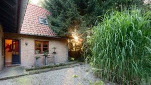 Architekturfotografie: Haus mit Sonnenstrahl   Foto: Dieter Eikenberg, imprints