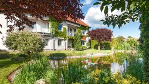 Architekturfotografie: Immobilie mit Gartenteich   Foto: Dieter Eikenberg, imprints