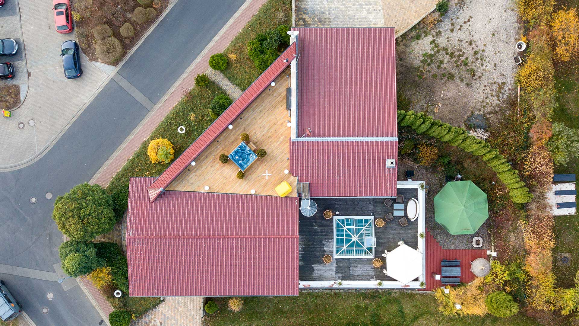 Architekturfotografie, Drohne: Luftaufnahme Haus mit Grundstück | Foto: Dieter Eikenberg, imprints