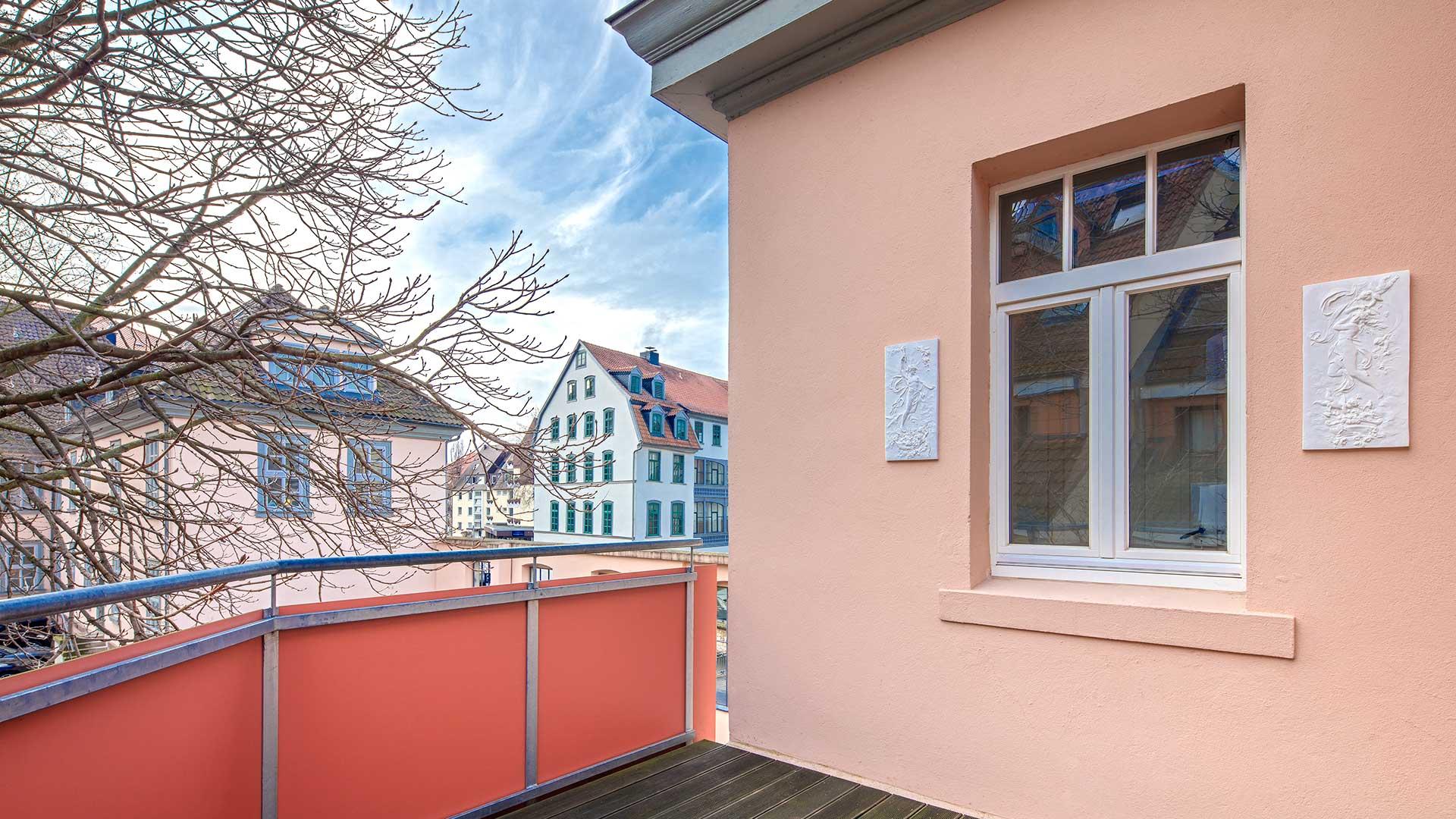 Architekturfotografie: Balkon mit sehenswertem Stadtblick | Foto: Dieter Eikenberg, imprints