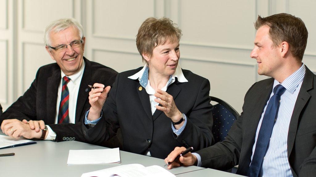 Pressefotografie, Bürgermeisterkandidatin, Diskussion | Foto: Dieter Eikenberg, imprints