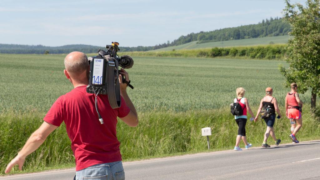 Pressefotografie: Kameramann filmt Benefizlauf | Foto: Dieter Eikenberg, imprints