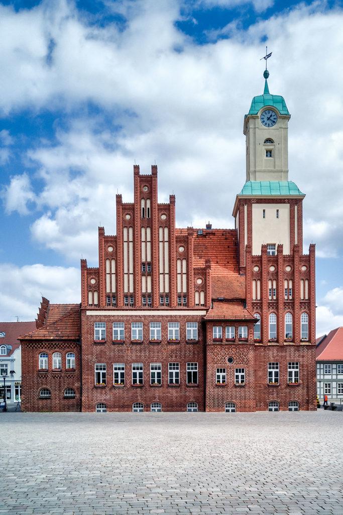 Architekturfotografie, Landschaftsfotografie: Rathaus Wittstock | Foto: Dieter Eikenberg, imprints