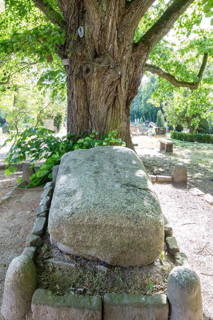 Wustrau: Grabstätte Friedrich Christian von Zieten